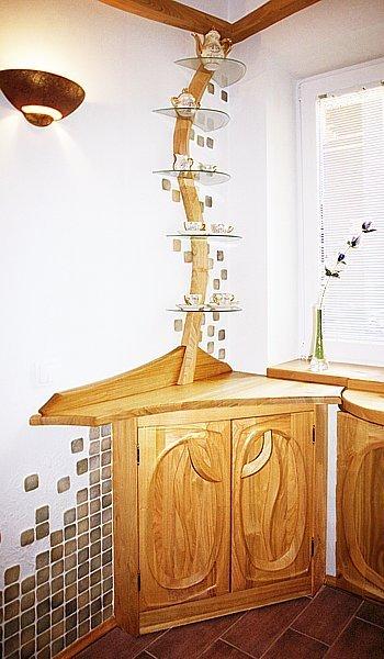Meble drewniane artystyczne  do kuchni. #1053 Witryna narożna.