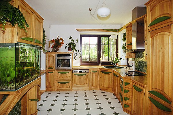 1082 - Meble drewniane szafki kuchenne dębowe unikatowa zabudowa akwarium.