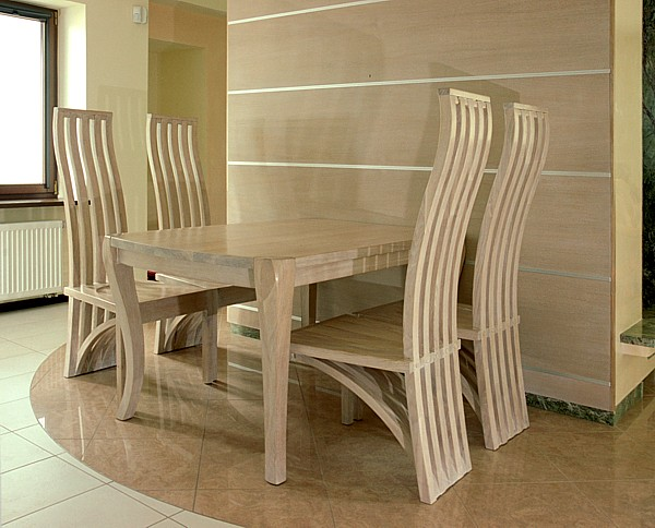 1151 - Meble drewniane artystyczne do jadalni stół dębowy i unikatowe krzesła.
