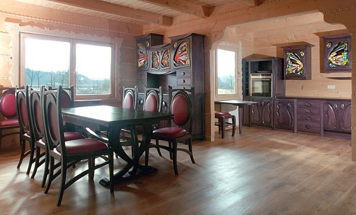1161 -Meble drewniane kuchenne i do jadalni, stół i kredens dębowy.