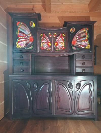 Meble z drewna artystyczne, unikatowy drewniany kredens z witrażami. #1163