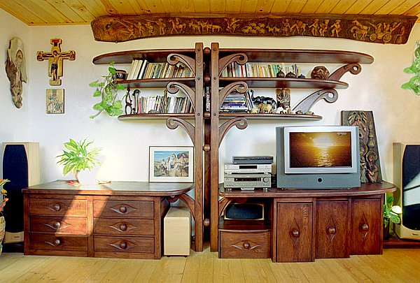 2012 - Meble drewniane do salonu unikatowa artystyczna zabudowa regał na wymiar.