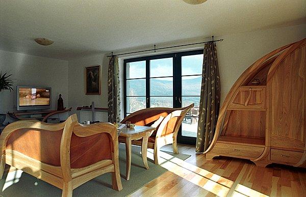 2021 - Meble drewniane do salonu pokoju dziennego artystyczne i unikatowe.