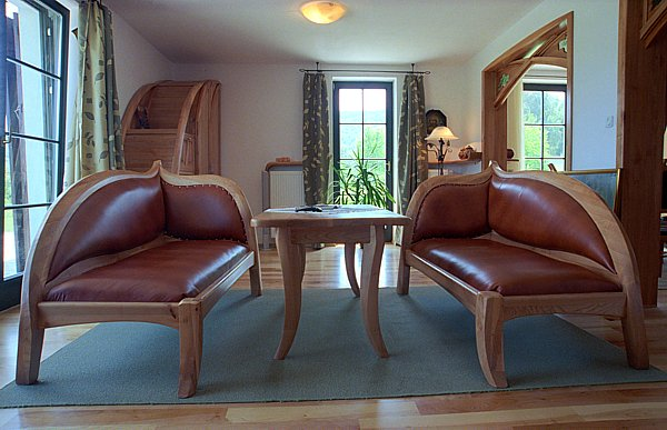 2022 - Meble z drewna do pokoju dziennego, tapicerowane sofy drewniane stół z drewna czereśni.