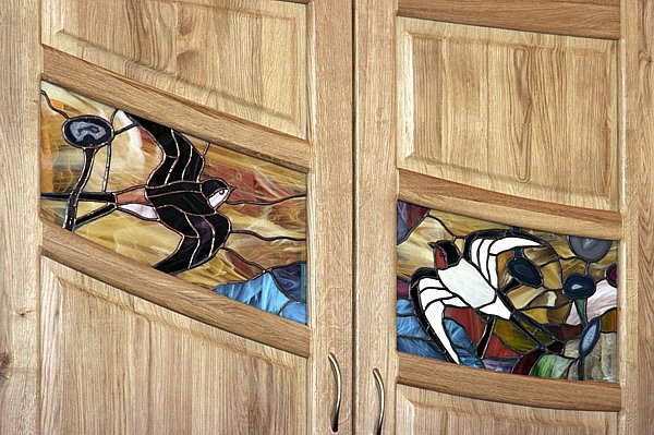 2047 - Meble drewniane na zamówienie do salonu witraże artystyczne unikatowe.