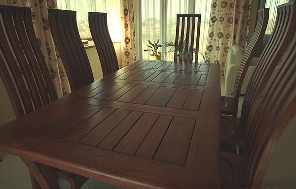 2052 - Meble z drewna artystyczne stół i krzesła dębowe na zamówienie.