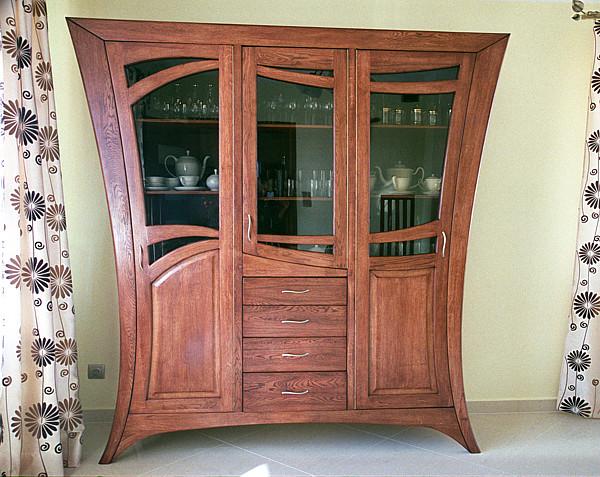 2054 - Meble z drewna do pokoju dziennego dębowa unikatowa witryna artystyczna.