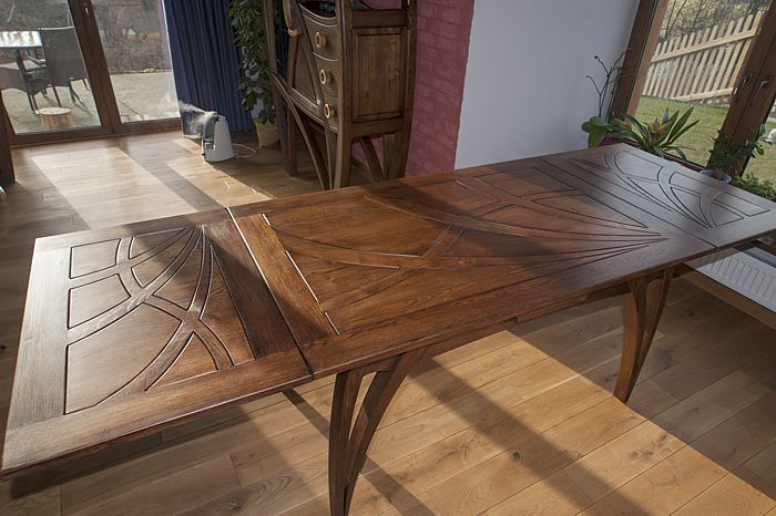2079-artystyczny-stol-drewniany-rozkladany