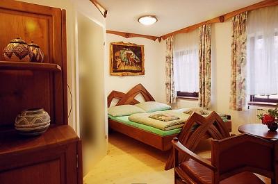 Meble drewniane do sypialni lozko unikatowe artystyczne, aranzacja wnetrz. #3021
