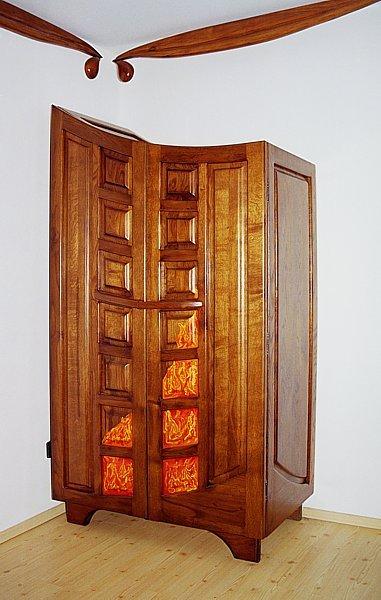 Meble z drewna szafa oryginalna artystyczna do sypialni. #3033