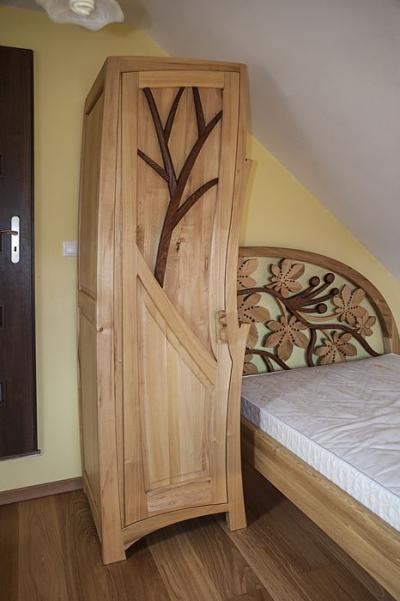 lozko i szafa organiczna z drewna. #31710