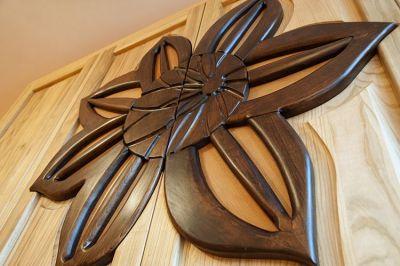 dębowy detal drewnianej szafy artystycznej #31893