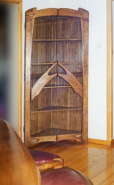 6131 - Meble z drewna unikatowa artystyczna na wymiar witryna dębowa z szklanymi drzwiami.