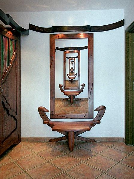 6192 - Meble z drewna artystyczna rama lustra unikatowa do przedpokoju.
