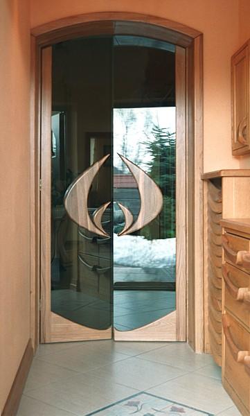 6281 - Meble drewniane artystyczne na wymiar, unikatowe drzwi szklane do przedpokoju.